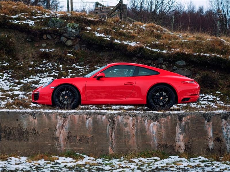 Porsche 911 Carrera S 2016 вид сбоку