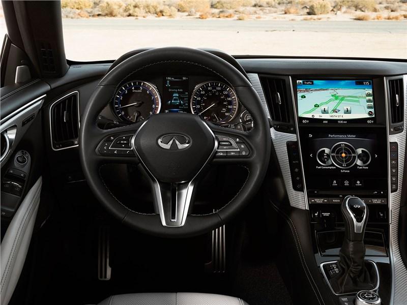 Infiniti Q60 2016 водительское место