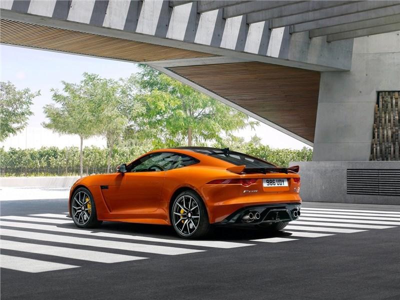 Jaguar F-Type SVR Coupe 2016 вид сбоку сзади