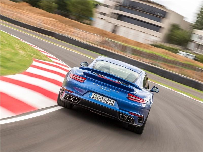 Porsche 911 Turbo 2016 вид сзади
