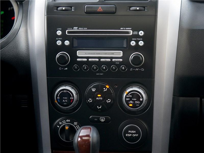 Suzuki Grand Vitara 2009 центральная консоль