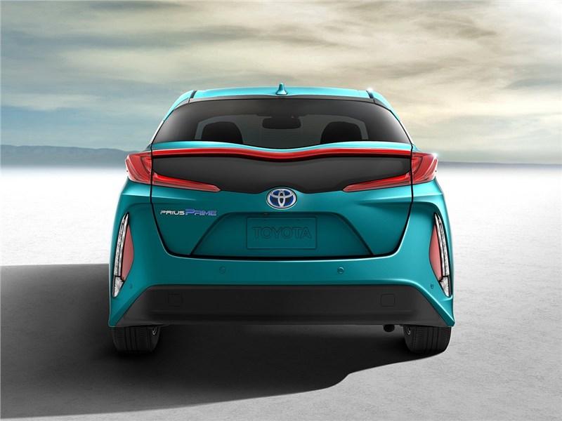 Toyota Prius Prime 2017 вид сзади