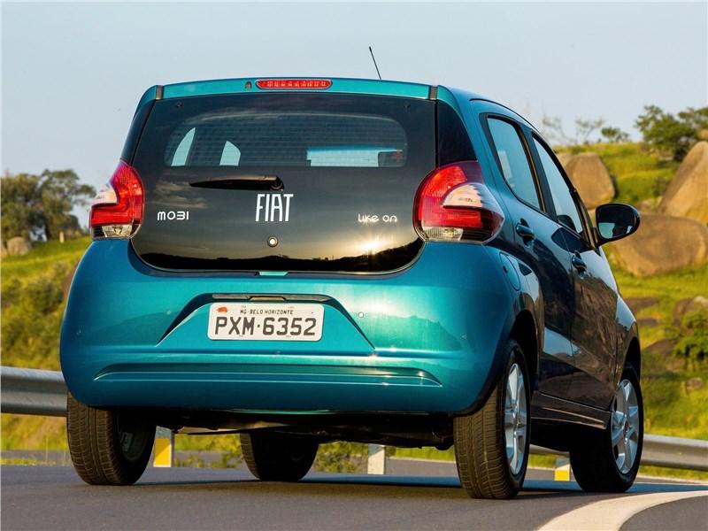 Fiat Mobi 2017 вид сзади