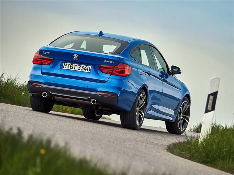 BMW 3 series GT 2017 вид сзади