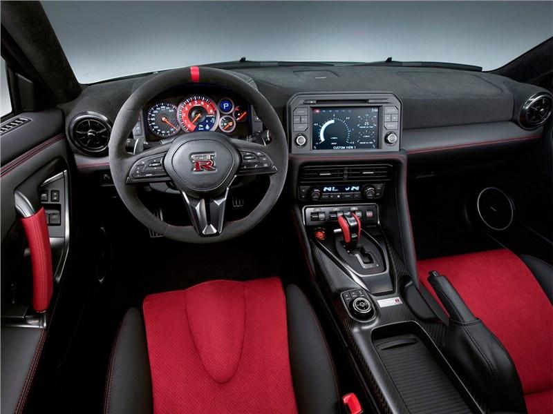 Nissan GTR Nismo 2017 салон