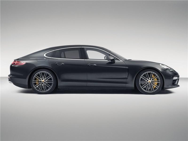 Porsche Panamera 2017 вид сбоку