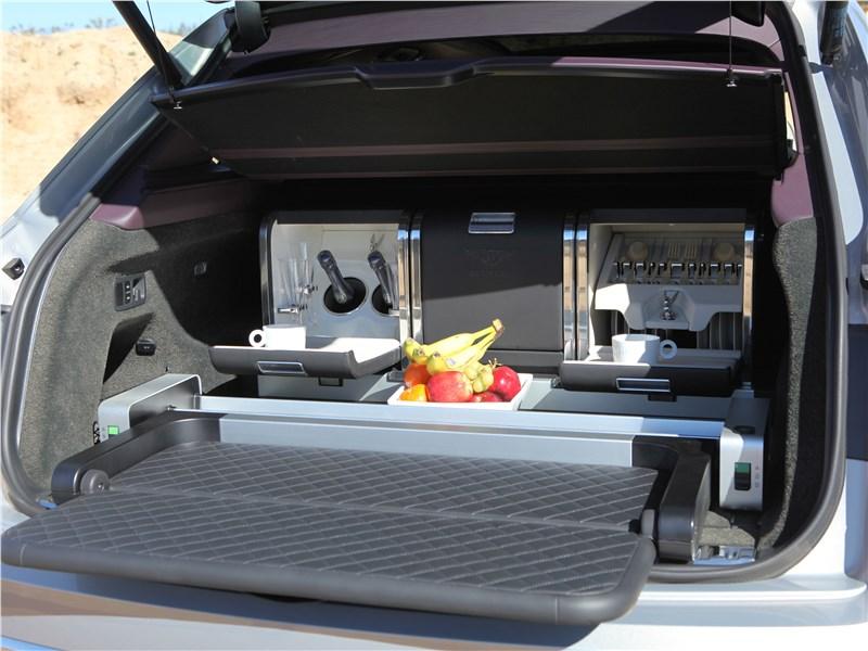 Bentley Bentayga 2016 багажное отделение