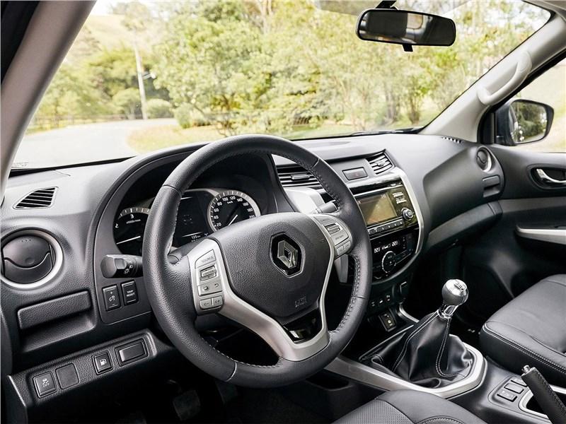 Renault Alaskan 2017 водительское место