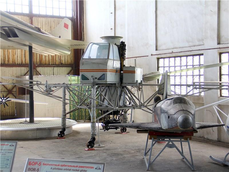Экспериментальный «летающий стол»