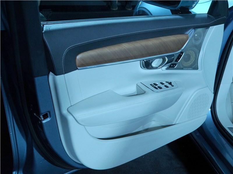 Volvo S90 2016 передняя дверь