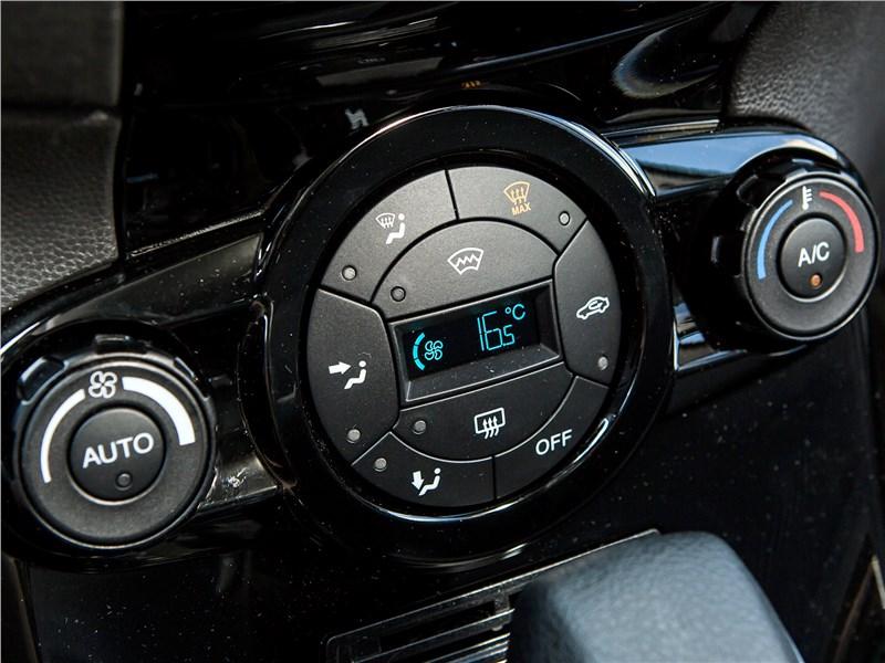 Ford Fiesta sedan 2015 управление климатом