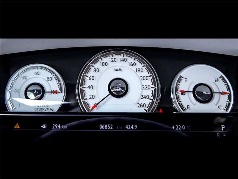 Rolls-Royce Wraith 2013 приборная панель
