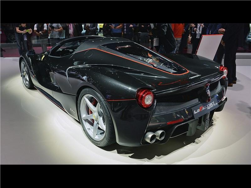 Ferrari LaFerrari Aperta 2017 вид сбоку сзади