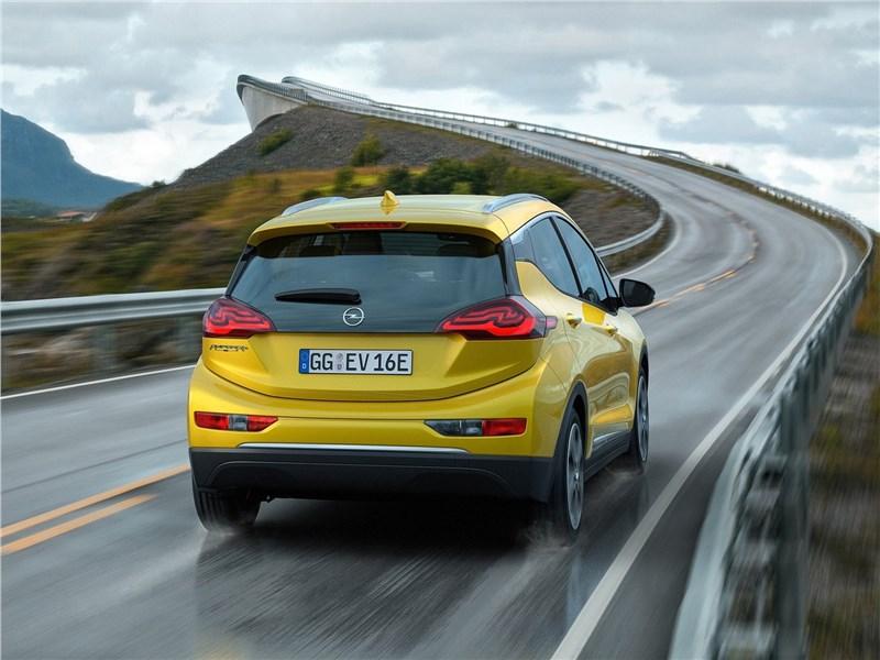 Opel Ampera-e 2017 вид сзади