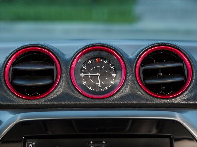 Suzuki Vitara S 2016 часы