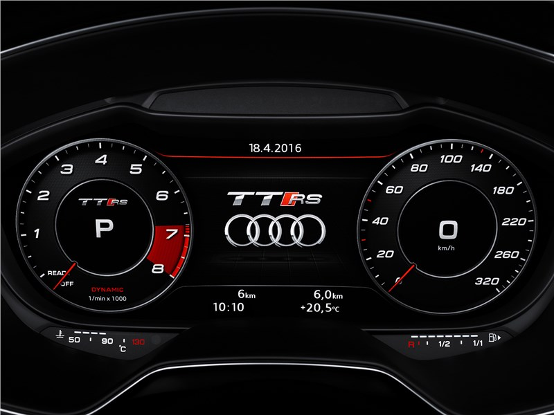 Audi TT RS Coupe 2017 приборная панель