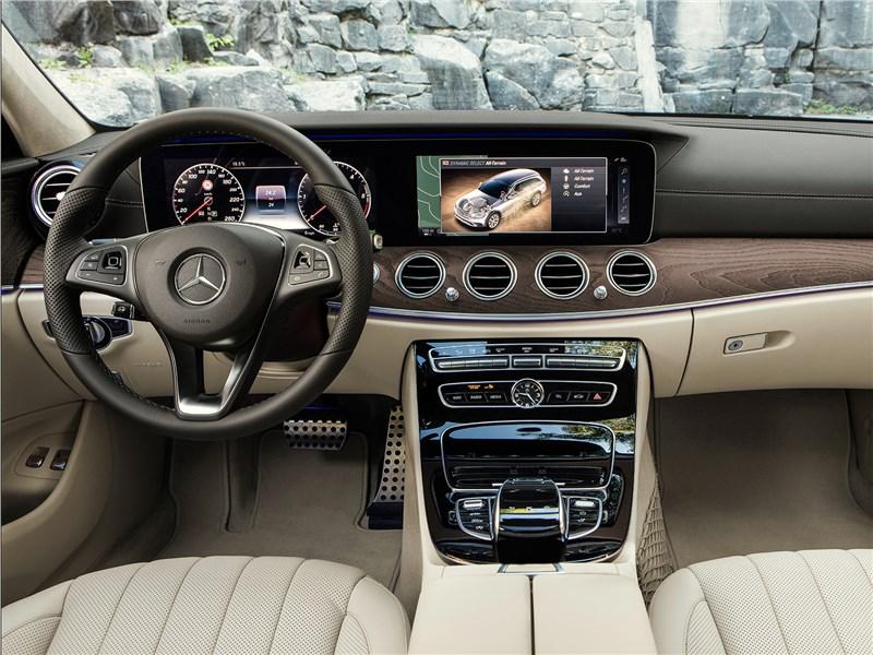 Mercedes-Benz E-Klasse All-Terrain 2017 салон