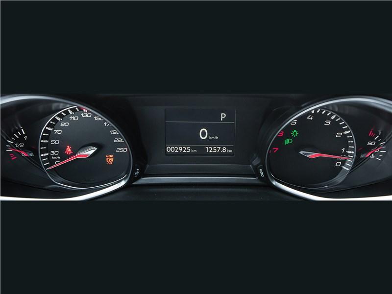 Peugeot 308 2013 приборная панель