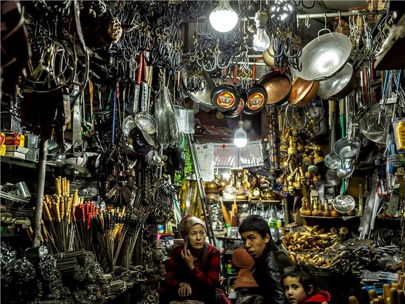 Такие магазинчики в крупных городах Китая – не редкость. Чего здесь только не продается...