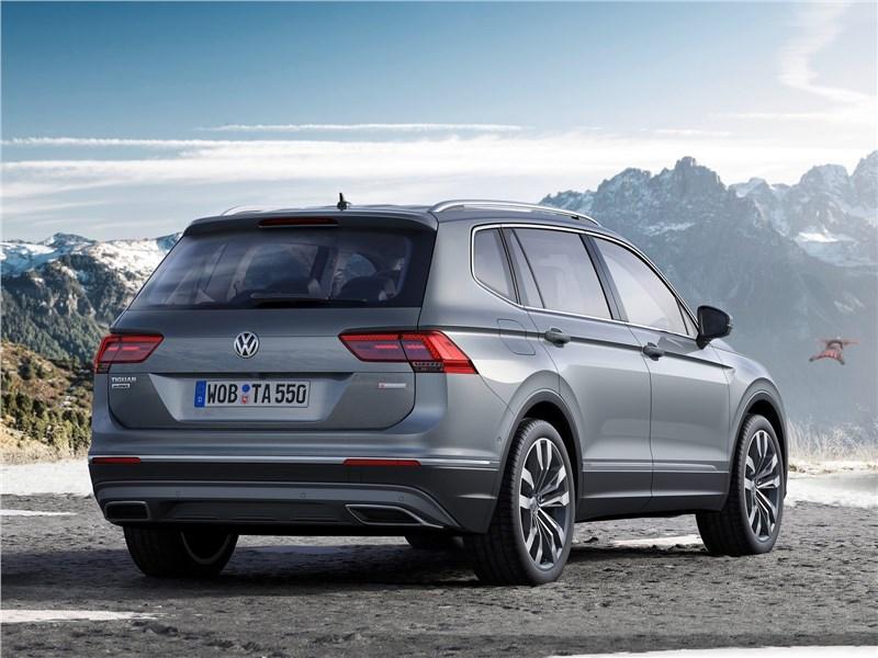 Volkswagen Tiguan Allspace 2018 вид сзади
