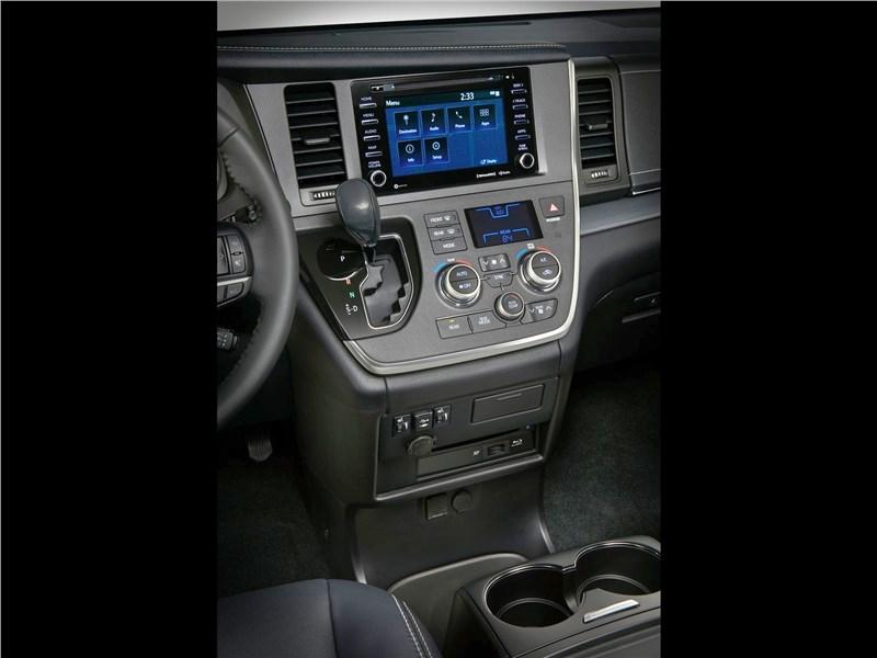 Toyota Sienna 2018 центральная консоль