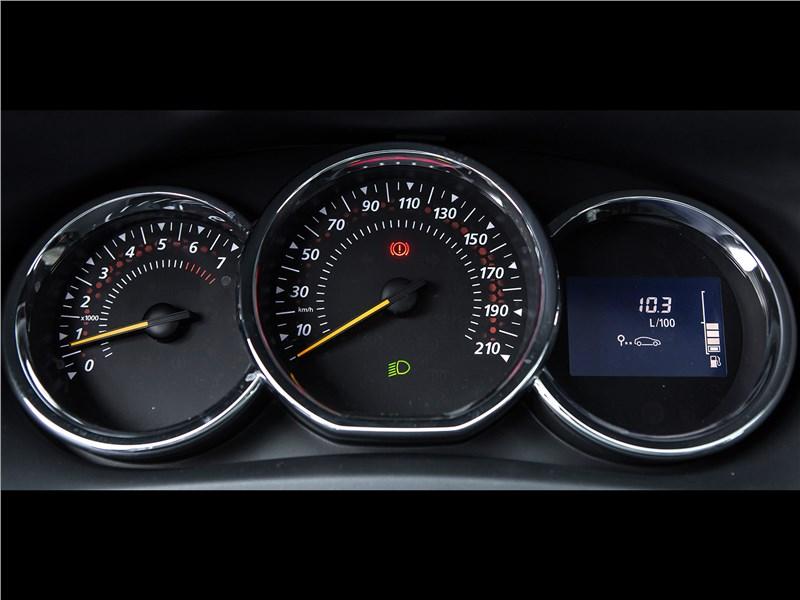 Renault Sandero Stepway 2015 приборная панель