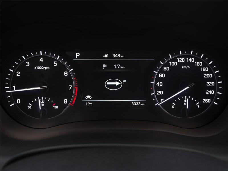 Hyundai Genesis 2017 приборная панель
