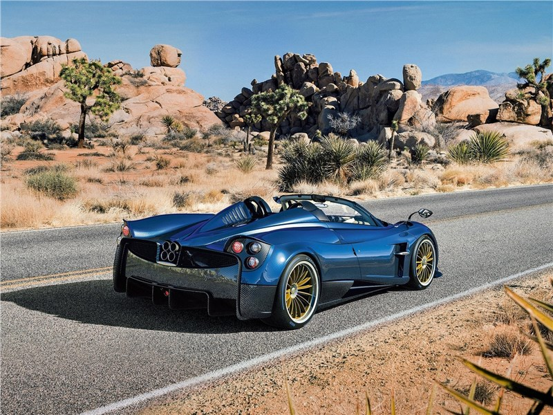Pagani Huayra Roadster 2017 вид сзади