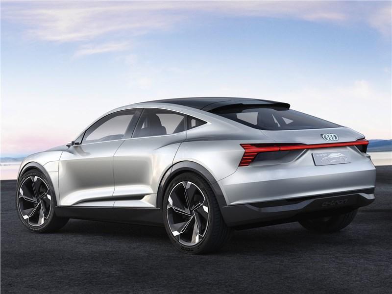 Audi e-tron Sportback Concept 2017 вид сбоку сзади