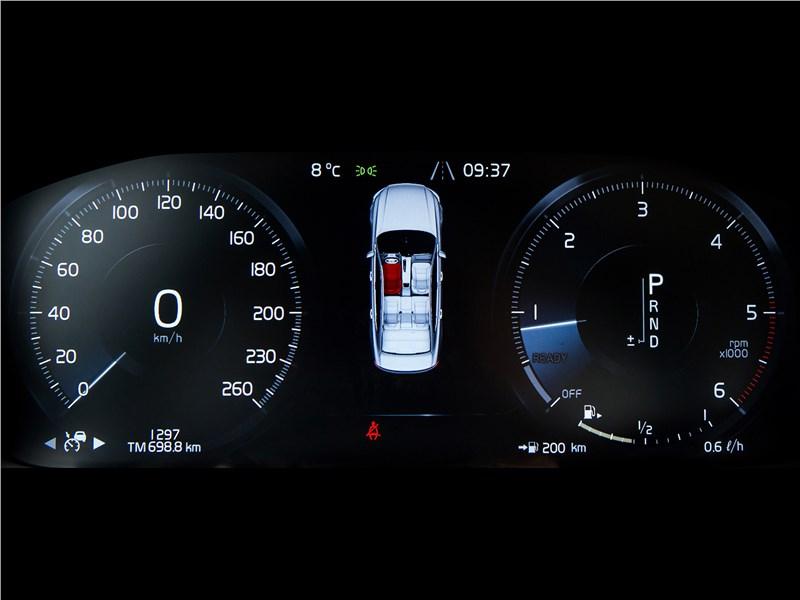 Volvo S90 2016 приборная панель