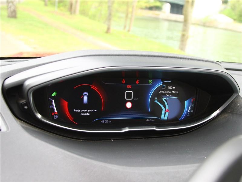 Peugeot 3008 2017 приборная панель