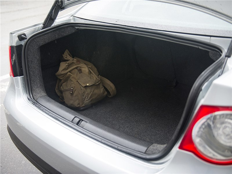 Volkswagen Jetta 2008 багажное отделение