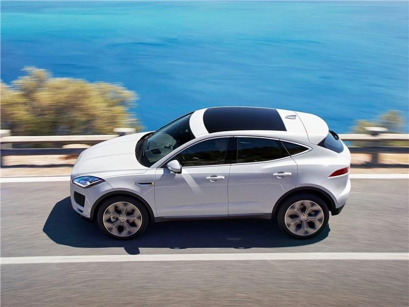 Jaguar E-Pace 2018 вид сбоку сверху