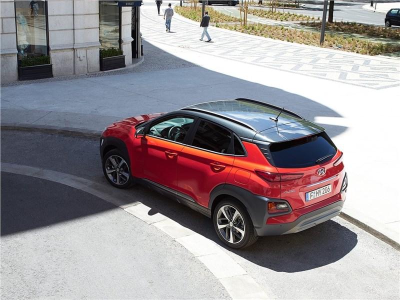 Hyundai Kona 2018 вид сзади сверху