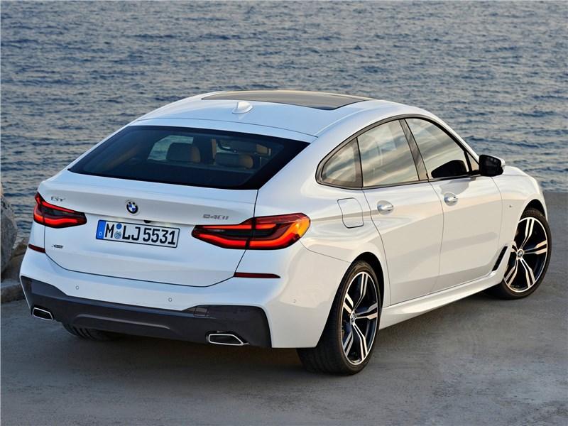 BMW 6-Series Gran Turismo 2018 вид сзади сверху