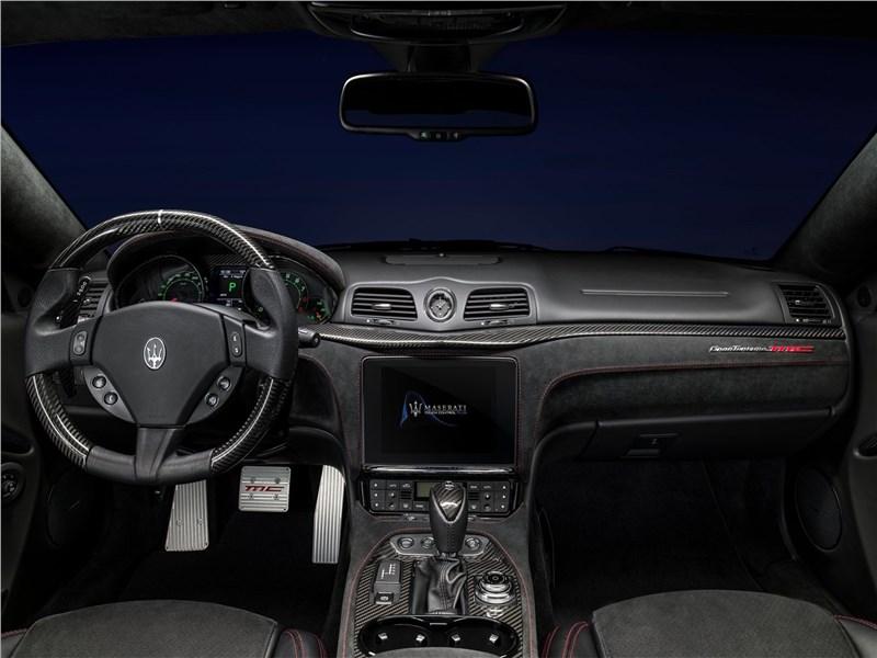 Maserati GranTurismo 2018 водительское место