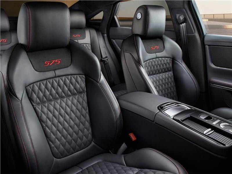 Jaguar XJR575 2018 кресла