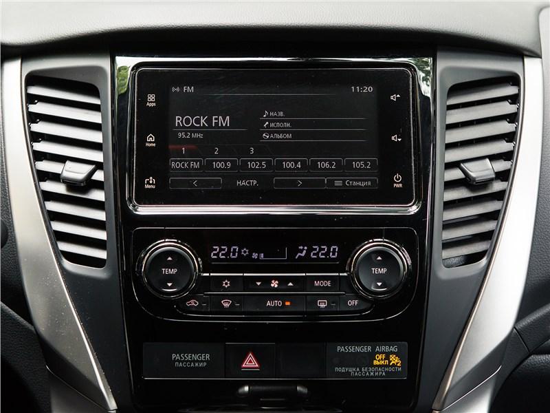 Mitsubishi Pajero Sport 2017 центральная консоль