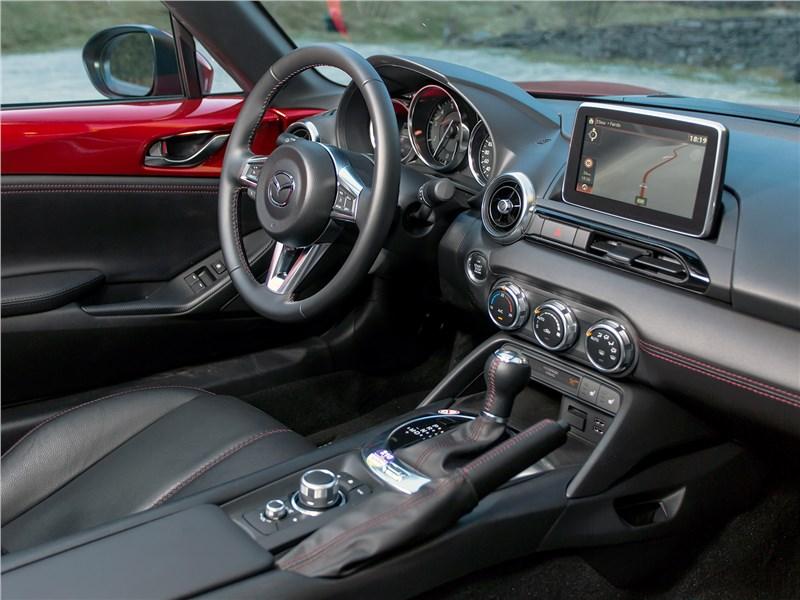 Mazda MX-5 RF 2017 салон