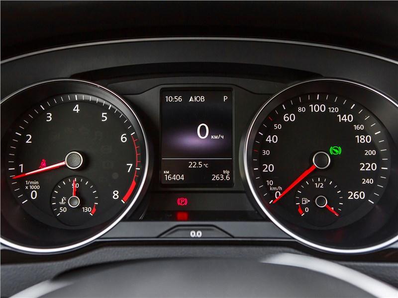 Volkswagen Passat Variant 2015 приборная панель