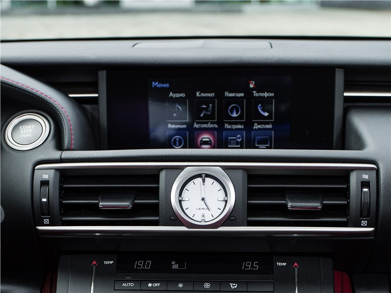Lexus RC 2015 монитор