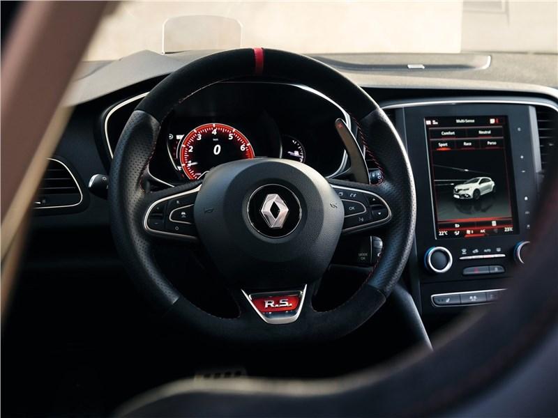 Renault Megane RS 2018 водительское место