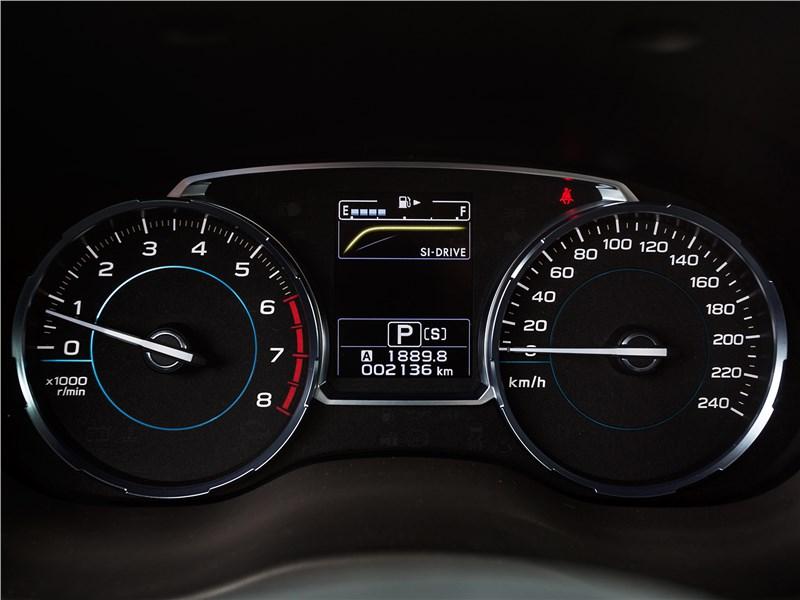 Subaru Forester 2016 приборная панель