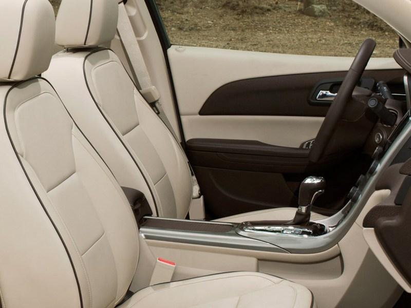 Chevrolet Malibu 2012 интерьер