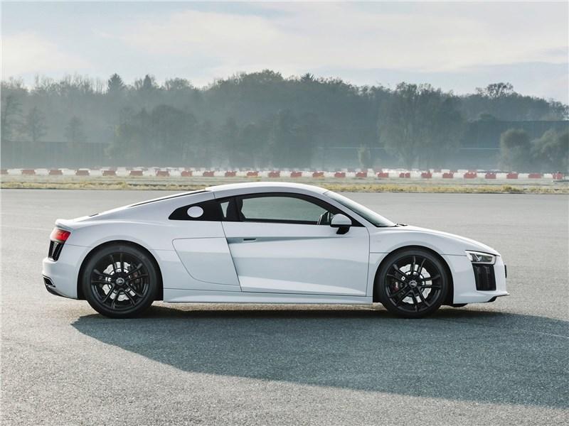 Audi R8 RWS 2018 вид сбоку