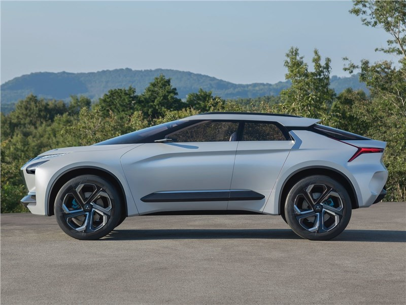 Mitsubishi e-Evolution Concept 2017 вид сбоку