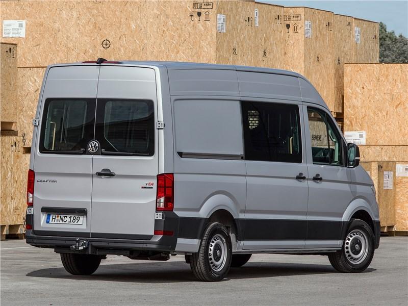 Volkswagen Crafter 2017 вид сзади сбоку