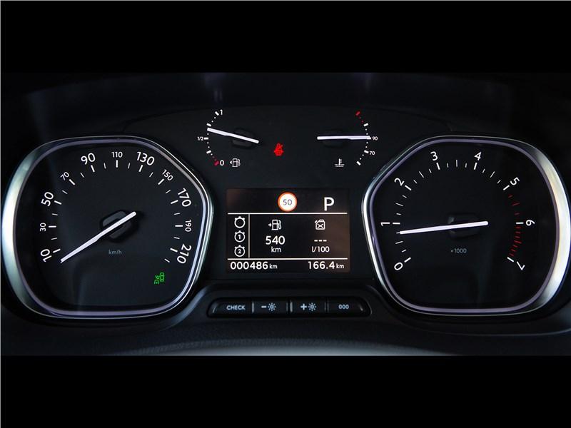 Peugeot Traveller 2018 приборная панель