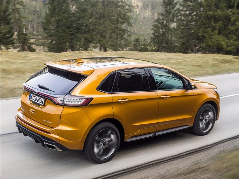 Ford Edge 2017 вид сзади сбоку