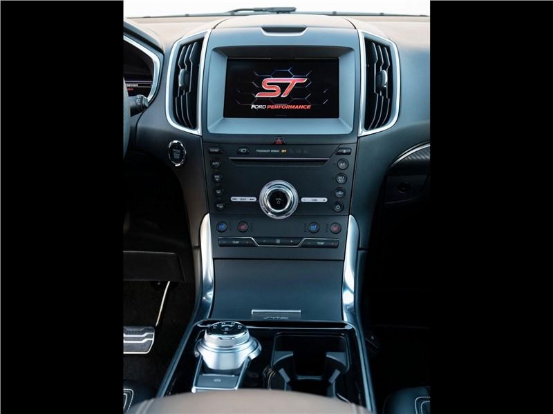 Ford Edge ST 2019 центральная консоль